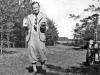 Lietuvių tautosakos archyvo direktorius Jonas Balys per atostogas Kupiškyje, Slavinčiškio girelės pievelėje, kur vaikystėje ganydavo karvutes, 1936 m.