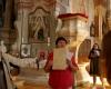Aldona Ramanauskienė pasakoja apie Palėvenės bažnyčią-2400