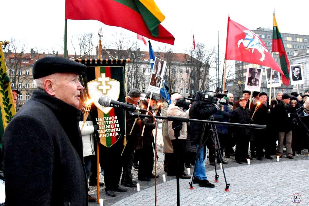 """Vaizdo rezultatas pagal užklausą """"Laisvės kovotojai Lukiškių aikštę įprasmina relikvijomis"""""""