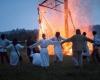 22Rateliai su Linu prie Ugnies skulpturos_Kuliesius-K100