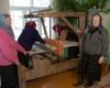 13. Musteikos kaimo pirkioje nešalta, bet audėjėlės su skarelėmis....-1200