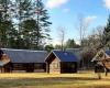 Šilų dzūkų sodybose daug pastatų, bet įsigiję savininkai išsaugojo visus trobesius...-1200