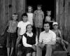 1997 m. Andrius Dručkus su seserimi partizanų ryšininke Antanina Dručkute ir vaikaičiais tėviškėje 20-2400