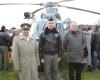 2015 m. partizanų vado Balio Vaičėno 100 gimimo jubiliejus, Andrius Dručkus su Obelių laisvės kovų muziejaus vadovu Valiumi Kazlausku (dešinėje) ir sraigtasparnio pilotu E.Brusoku IMG_7489-2400