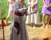 Žolininkė Dalytė dėkoja Dievams už atgimusią Velžio alką. Foto G. Skumbino. 2017-07-14 15-51-23 - IMG_9751-K100