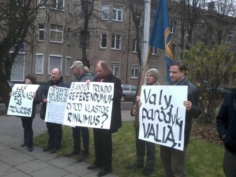 2013-11-21-tautininku-piketas-prie-prokuraturos-r-garuolio-nuotr-6