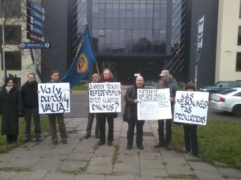 2013-11-21-tautininku-piketas-prie-prokuraturos-r-garuolio-nuotr