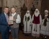 Įteikiama knyga Trakų savivaldybės tarybos nariui Kęstučiui Vilkauskui_DSC1935-2400