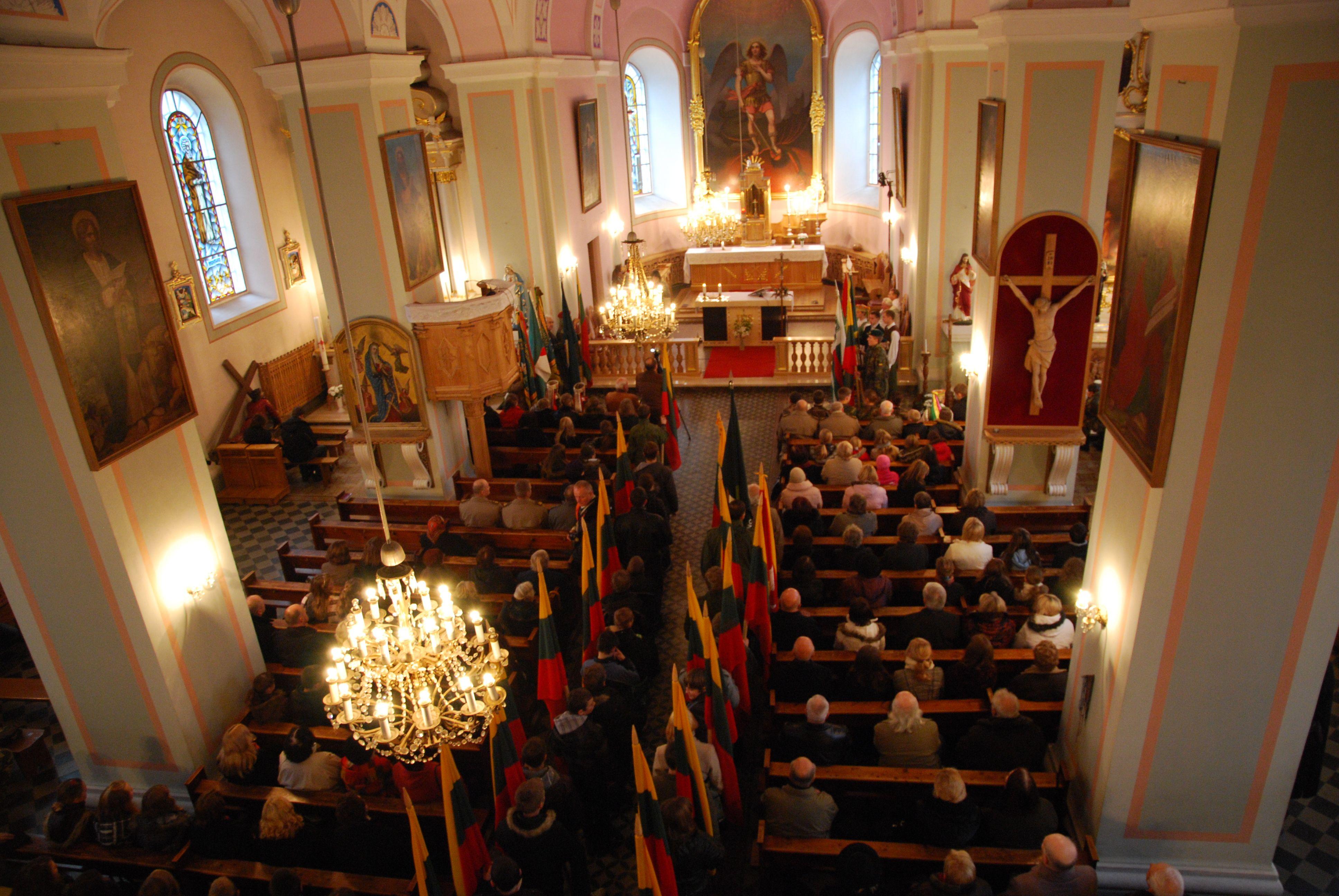 Šv.Mišios už nepriklausomybės kovų sudėtas aukas vyko Širvintų Šv.Mykolo Arkangelo bažnyčioje. S.nemeikaitės nuotr.