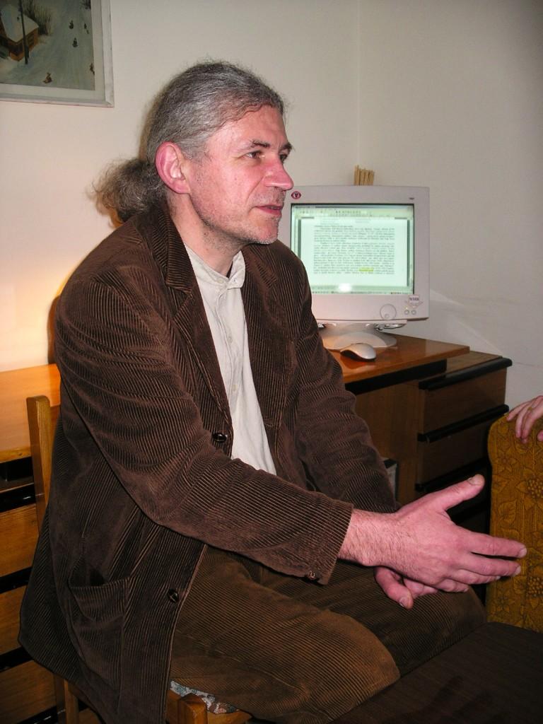 """dr. Dainius Razauskas darbe """"Liaudies kultūros """" redakcijoje, J.Vaiškūno nuotr."""
