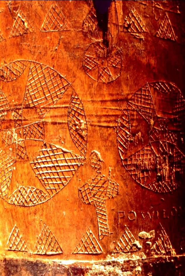 Žmogus apsuptas dangaus šviesulių, raižinys ant medinio bokalo, Panevėžio kraštotyros muziejus, J.Vaiškūno nuotr.