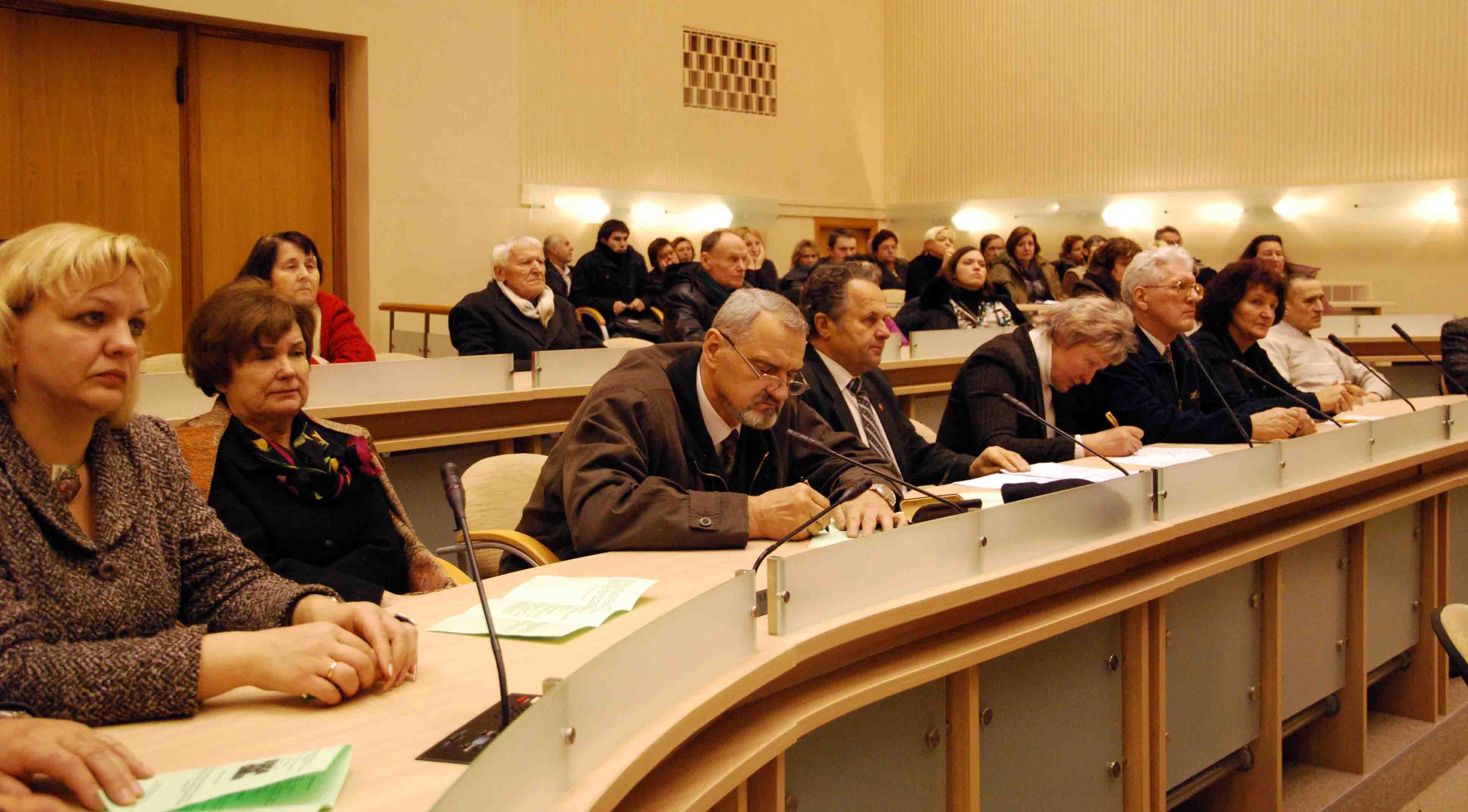 Konferencijos dalyviai gvildeno aktualius istorijos ir dabarties klausimus, S.Nemeikaitės nuotr.