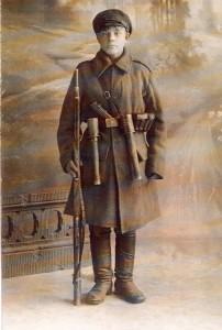 Nežinomas savanoris, 1919–1920 m. Lietuvos kariuomenėje buvo daug nepilnamečių savanorių, todėl net buvo pakeistas rinkimų įstatymas ir Lietuvos kariuomenės kariams rinkimuose į Steigiamąjį Seimą leista balsuoti nuo 17 metų amžiaus, o kitiems piliečiams – tik nuo 21 metų