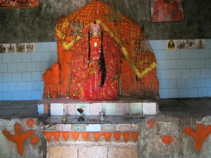 Deivė Kali šventykloje