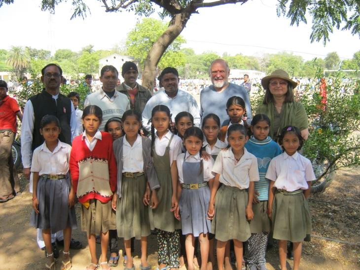 Su moksleivėmis savanorių mokykloje