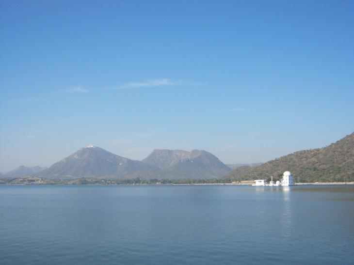 Udaipuras. Ežeras ir rūmai