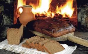 Kepant duoną virtuvę reikia saugoti nuo skersvėjo, kitaip atšoks pluta. K.Driskiaus nuotr.