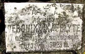 8 pav. Lenkų tautinės neapykantos auka Giedraičiuose (Molėtų raj.) - V. Katelytė, 17 m. mergina, nukankinta 1923 m.