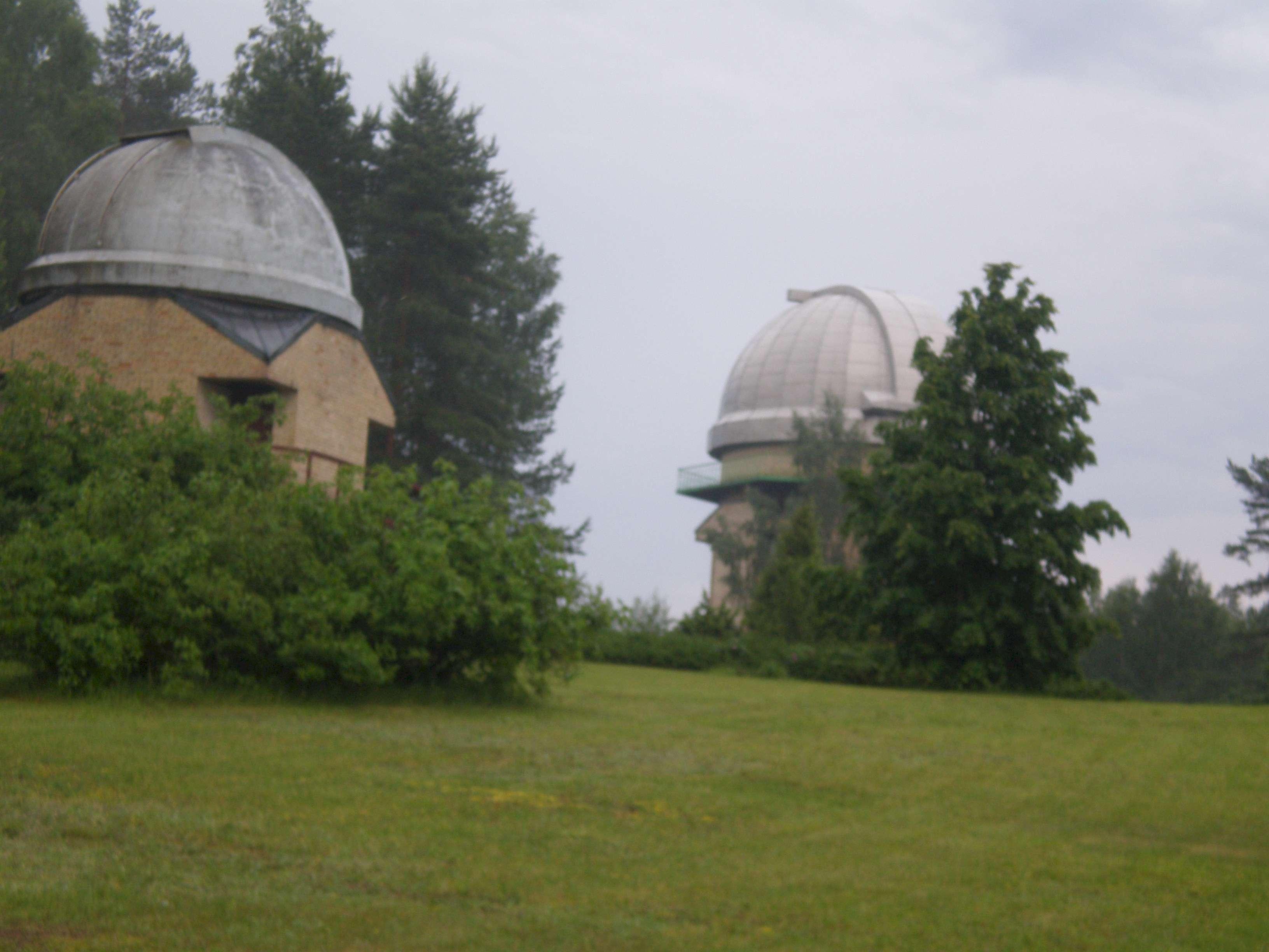 Observatorijos teleskopų bokštai ant Kaldinių kalvos | D. Stanaitytės nuotr.