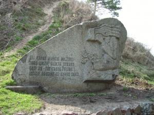 Paminklas Pilėnų gynėjams Punios piliakalnio papėdėje (Alytaus raj.)