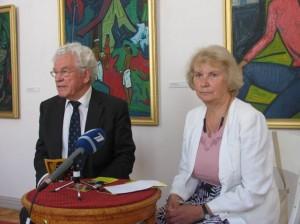 Lietuvos dailės muziejaus direktorius R.Budrys ir menotyrininkė dr. N.Tumėnienė kalba J.Rimšos kūrybos parodos spaudos konferencijoje 2010 06 10.