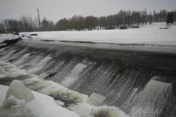 17. Užšalusio Kelmės pliažo vaizdas nuo tilto