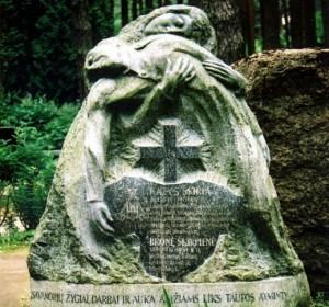 Paminklas plk. Kaziui Škirpai, Berlyno LAF vadovui ir 1941 m. birželio sukilimo organizatoriui Petrašiūnų kapinėse Kaune   kam.lt nuotr.