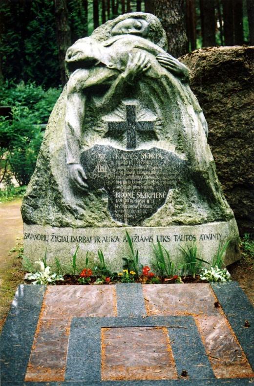 Paminklas plk. Kaziui Škirpai, Berlyno LAF vadovui ir 1941 m. birželio sukilimo organizatoriui Petrašiūnų kapinėse Kaune, kam.lt nuotr.