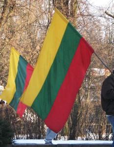 Su vėliavom