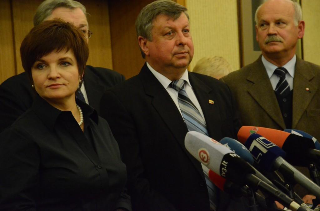 Lenkijos delegacijos vadovė U.Augustyn, Lietuvos delegacijos darbo grupės vadovas J.Liesys, Lenkijos delegacijos narys V. Gintovtas-Dzievaltovskis.