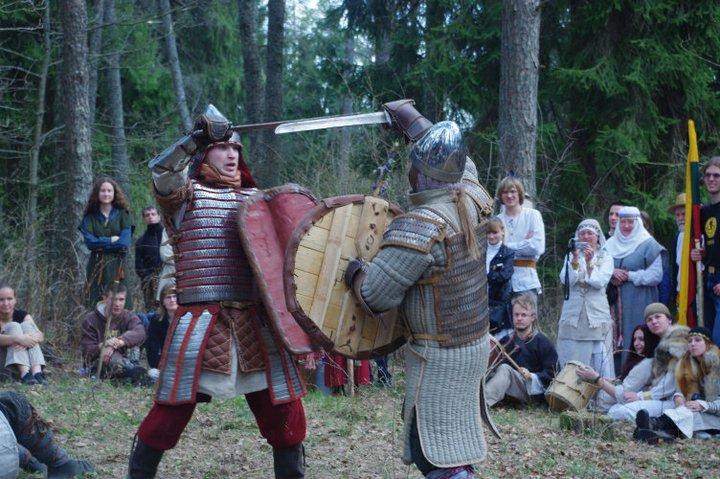 Senovės baltų kovų brolijos Vilkatlakai pasirodymas ant Kulionių piliakalnio