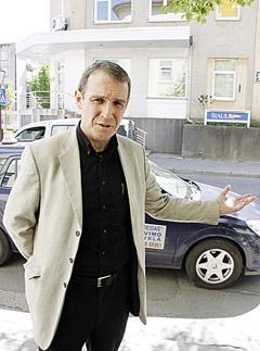 """NETIKĖTUMAI: Rygoje gyvenančiam Arvydui Juozaičiui kartais tenka įsignybti į skruostą: """"Ar čia tikrai Latvija?"""""""