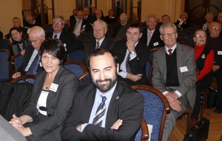Pietro Umberto Dini ir Lietuvos MA Humanitarinių ir socialinių mokslų skyriaus mokslinė sekretorė Aurika Bagdonavičienė Baltijos šalių intelektinio bendradarbiavimo konferencijoje (2010 m.)