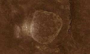 """Marsaeigis """"Spirit"""" matomas iš dirbtinio palydovo. Nasa nuotr."""