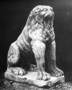 Liūto skulptūra iš Didžiųjų rūmų ansamblio