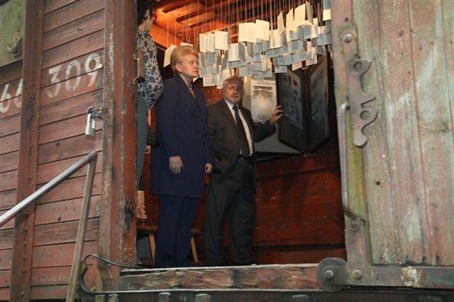 D.Grybauskaitė gyvuliniame vagone | Prezidentės spaudos tarnybos nuotr.