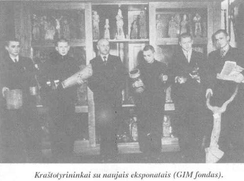 Kraštotyrininkai (iš: Panevėžio Juozo Balčikonio gimnazija (1727–1995) / Vytautas Baliūnas. – 1995. – P. 154.)
