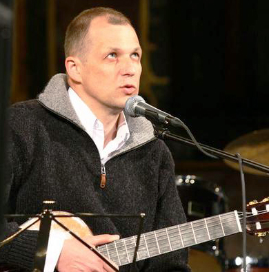V.V. Landsbergis su gitara