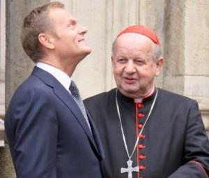 Donaldas Tuskas ir Krokuvos metropolitas kardinolas Stanislavas Dzivišas | PAP/P.Supernako nuotr.