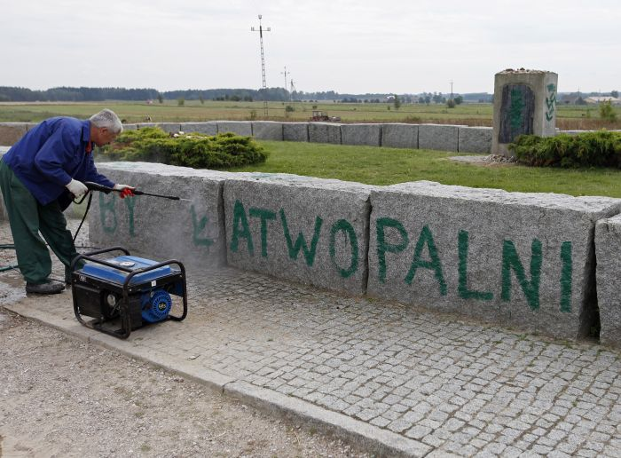 Bandoma nuvalyti užrašus | PAP, A.Reško (Reszko) nuotr.
