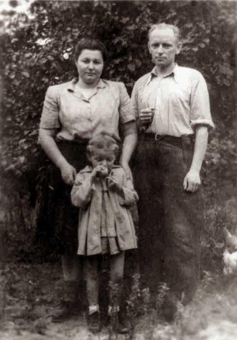 Adolfas Ramanauskas su žmona Birute ir dukra Auksute, 1956 vasara
