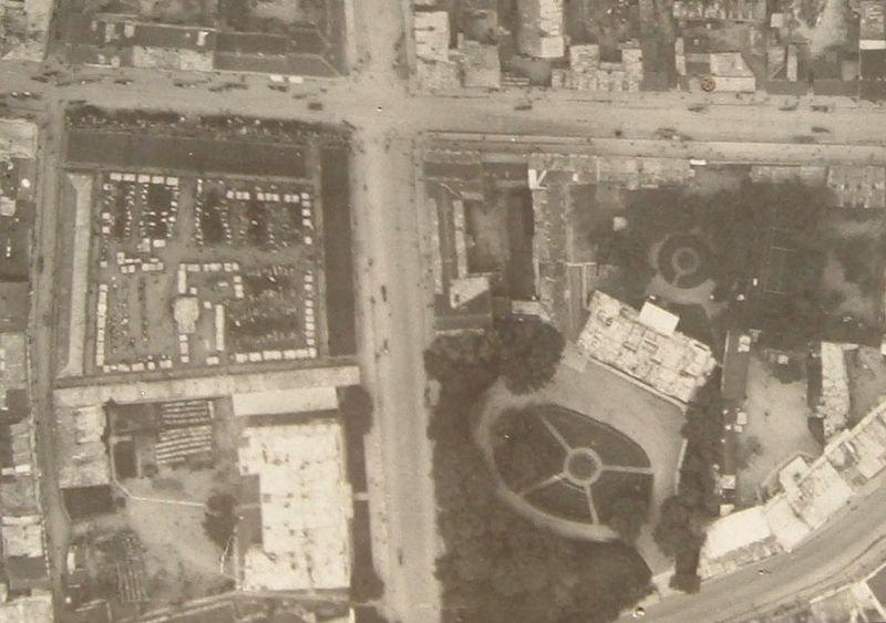 Steigiamojo seimo aikštės (turgaus) aeronuotrauka (1939m.). Dešinėje – Prezidentūra   foto iš pilotas.lt archyvo
