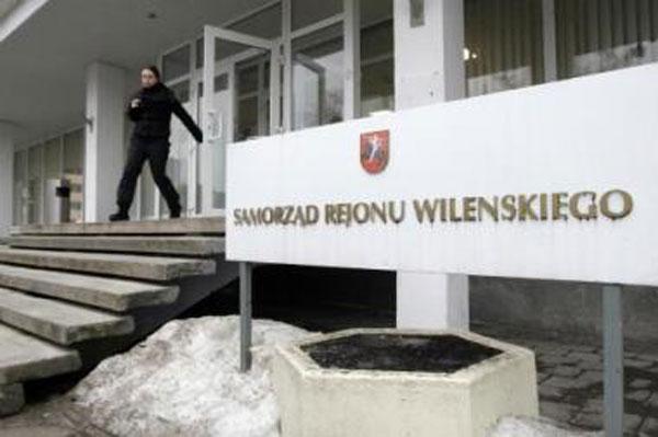 Užrašas prie Vilniaus savivaldybės