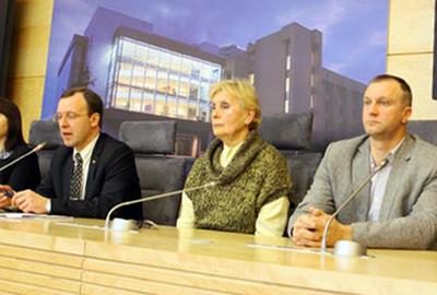 """Seimo nario Naglio Puteikio spaudos konferencija """"Kas dangsto archeologinių kapų plėšikus"""""""