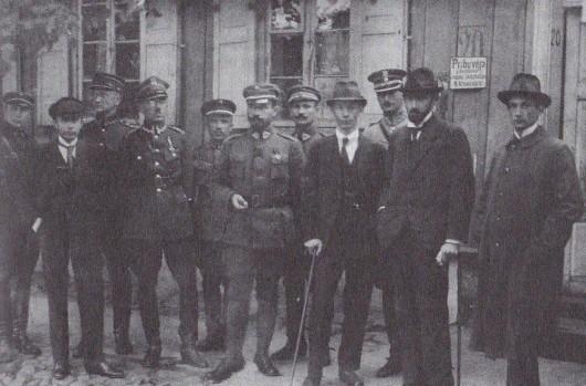 Suvalkų derybose Lietuvos delegacija pasiekė, kad demarkacinė linija Vilnių priskirtų Lietuvai, tačiau jokios sutartys nepajėgios apsaugoti nuo priešininkų klastos