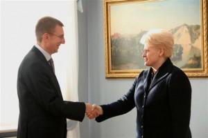 Prezidentė Dalia Grybauskaitė susitiko su Lietuvoje viešinčiu naujuoju Latvijos užsienio reikalų ministru Edgaru Rimkevičiumi | lrp.lt nuotr.