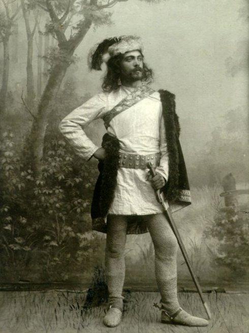 """P.Pundzevičius-Petliukas Kęstučio vaidmenyje M. Petrausko operoje """"Birutė"""" 1909 m. (lietuvių teatro 1899-1909 m. jubiliejinis spektaklis)"""