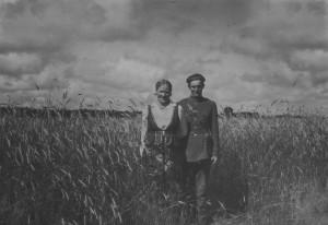 Vykinto Vaitkevičiaus seneliai Anelė ir Bronius Vaitkevičiai Pažėrų k. (Kauno r.). Apie 1938. Nuotrauka iš šeimos albumo