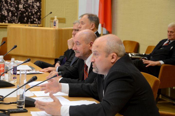 Seimo narys Gintaras Songaila(iš dešinės) įsitikinęs, kad būtina išsaugoti Vilniaus edukologijos universitetą.(gintaras ir kt.) | Sigitos Nemeikaitės nuotr.