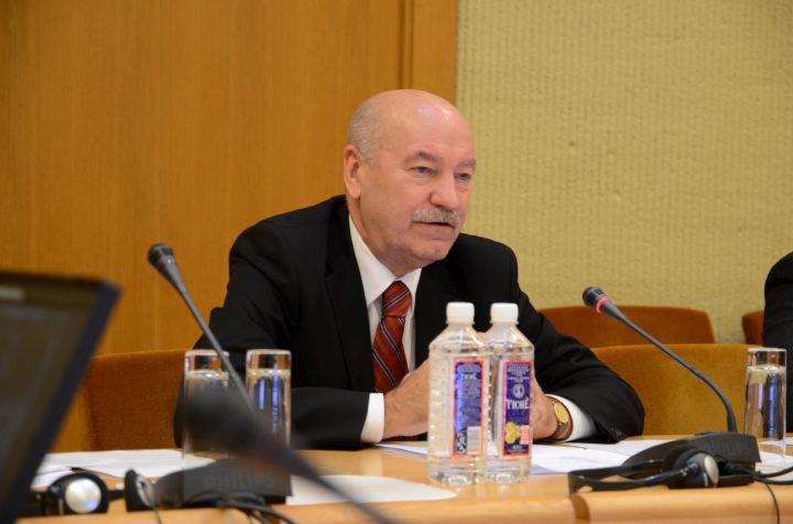 VEU rektorius prof. Algirdas Gaižutis tvirtino, kad pinigų yra, kažko trūksta galvose. | Sigitos Nemeikaitės nuotr.